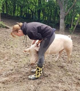Gaby und Schwein Gandhi